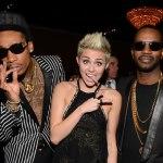 Wiz, Juicy J и Miley Cyrus на церемонии «Grammy».