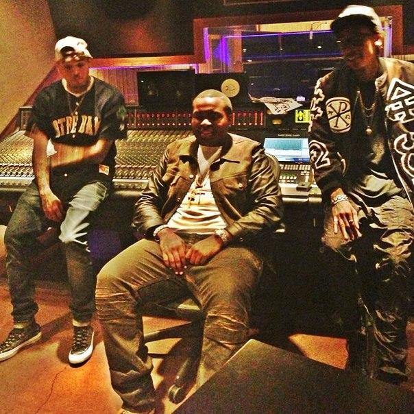 Премьера клипа Beat It состоится 29 апреля.