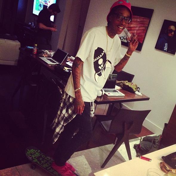 Wiz Khalifa, MGK, Action Bronson, Smoke DZA и другие рассказывают о своей первой затяжке косяка!