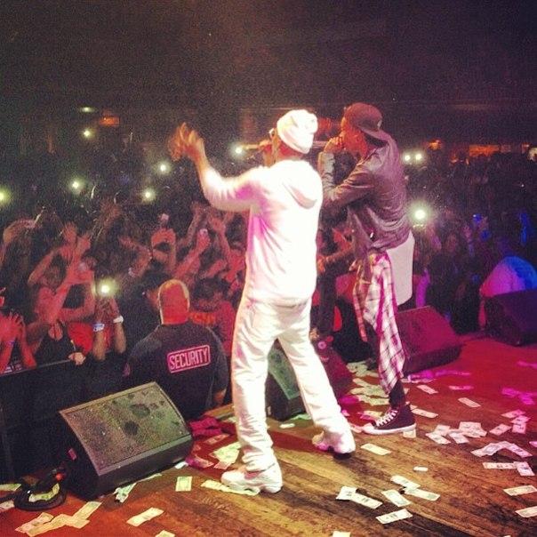 Выступление Wiz'a и Juicy с треком «The Plan».