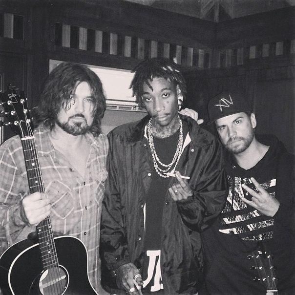 WTF?! Wiz Khalifa в студии с отцом Майли Сайрус?