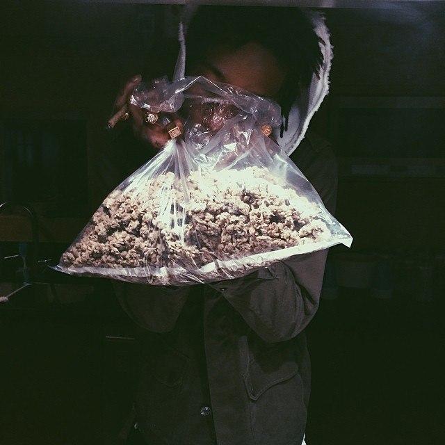 Wiz Khalifa готовит вкусняшки с травой на шоу Arsenio Hall.