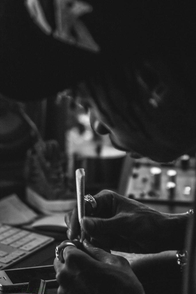 Сюрприз нам преподнёс Wiz Khalifa. На ремиксе его сингла «We Dem Boyz» появится сам Nas.