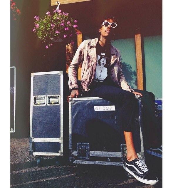 Буквально на днях стартовал третий по счёту «Under The Influence Tour», которым Wiz Khalifa намерен покорить все Соединённые Штаты в преддверии выхода долгожданного «Blacc Hollywood».