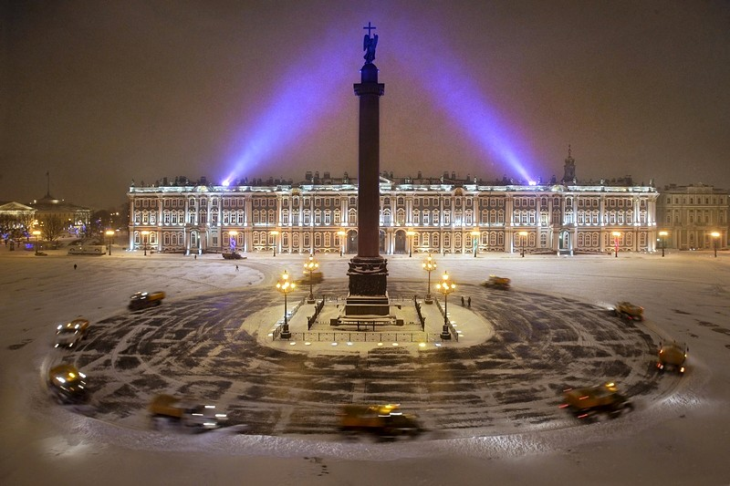 palace-square-in-st-petersburg-am-winter